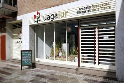 Pizarra con ofertas en la tienda Uagalur